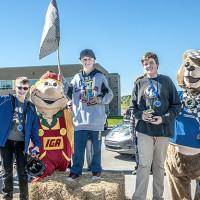 Les gagnants dans la catégorie 12 ans et plus : Alexis Delorme, premier; Thomas St-Pierre, deuxième; et Cédrick Ferland, troisième.  Crédit : Rosaire Godin
