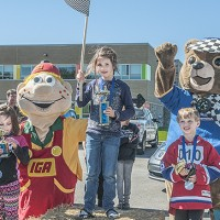 Les gagnants dans la catégorie 6 à 8 ans : Justine Piché, première; Coralie Chartrand, deuxième; et Thomas Parent, troisième Crédit : Rosaire Godin