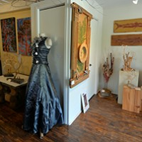 Un intérieur fort invitant où l'on retrouvait toiles et sculptures.