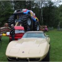 Photo : Jacinthe Laliberté  Jeux gonflables et exposition de vieilles voitures. Quel fut le choix des enfants selon vous ? Et celui des parents ?