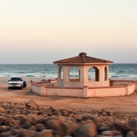 Sur la route de Sarfait peu loin de la frontière Yéménite, lieu idéal et romantique pour faire un pause. Photo Diane Brault