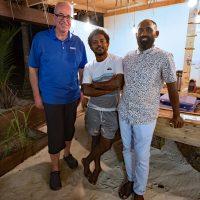 Jean-Guy Joubert, Ismail Sameer, Fazeel Ibrahim. Ari Villa. Île de Mathiveri. – Photo Diane Brault