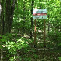 Le parc de la Coulée, à Prévost, a installé cette affiche afin de protéger un écosystème dans ce secteur.
