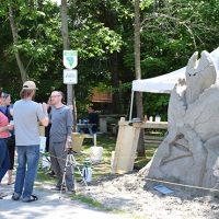 Les sculpteurs ont du répondre aux questions du public – Photo : Michel Fortier
