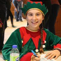 Maxandre, la lutine de Noël, accueillait les enfants et les parents avec ce sourire charmeur. Comment ne pas aimer les lutins de Noël? Photo : Jacinthe Laliberté